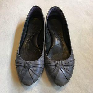 Born blue/gray ballet flats
